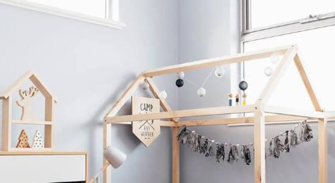 Cama infantil casinha com decoração moderna