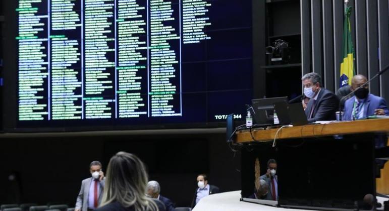 Texto-base foi aprovado no primeiro turno por 439 votos favoráveis contra 1 apenas, do deputado Kim Kataguiri