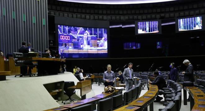 Câmara vota em sessão virtual auxílio emergencial de R$ 600 mensais