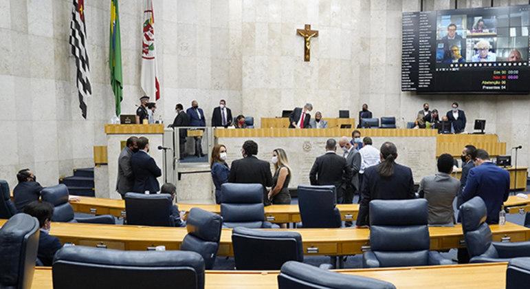 Câmara de Vereadores de SP aprova prorrogação da Renda Básica em primeira votação