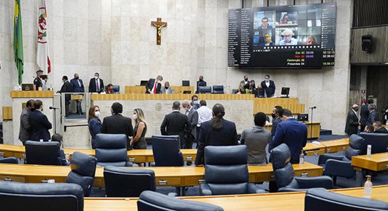 Vereadores estreantes na Câmara de SP têm projetos liberados num total de R$ 24 milhões