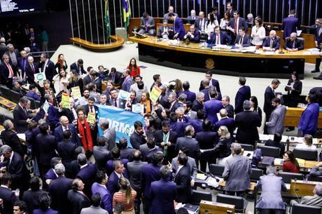 Oposição tenta obstruir votação do texto-base da reforma