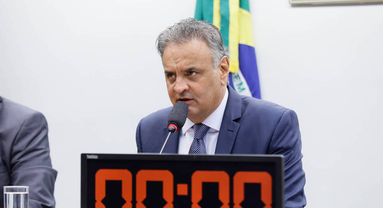 """Aécio fez mais de 1.000 voos sem """"interesse público"""" segundo o MP"""