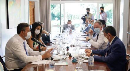 Na imagem, Lira com governadores durante almoço