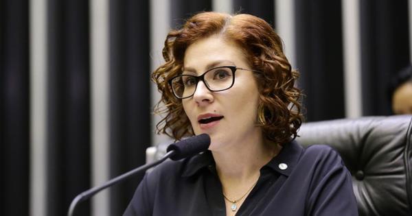 Carla Zambelli denuncia perfil fake que promete prêmio de R$ 1 mil
