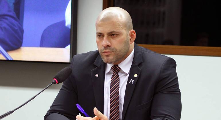 Segundo a defesa, o deputado Daniel Silveira se arrepende e quer reparar seu erro