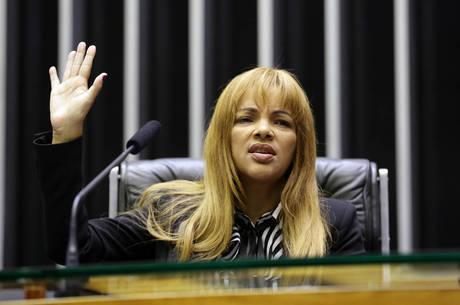 Flordelis não pode ser presa devido à imunidade parlamentar