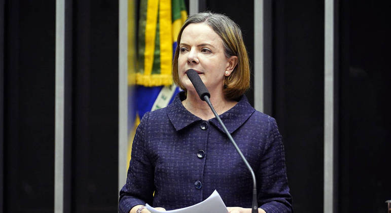 Deputada Gleisi Hoffmann, presidente do PT, entre as organizadoras da unificação dos partidos pela mobilização de rua.