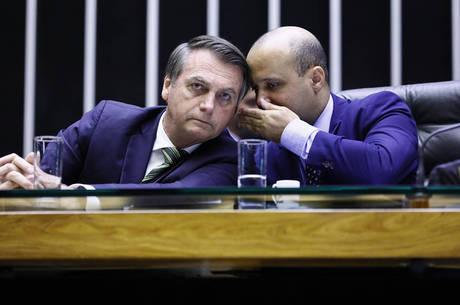 Bolsonaro com o líder do governo na Câmara, deputado major Vitor Hugo, do PSL-GO