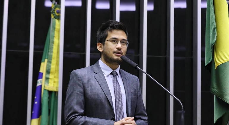 O deputado Kim Kataguiri (DEM-SP) em sessão na Câmara