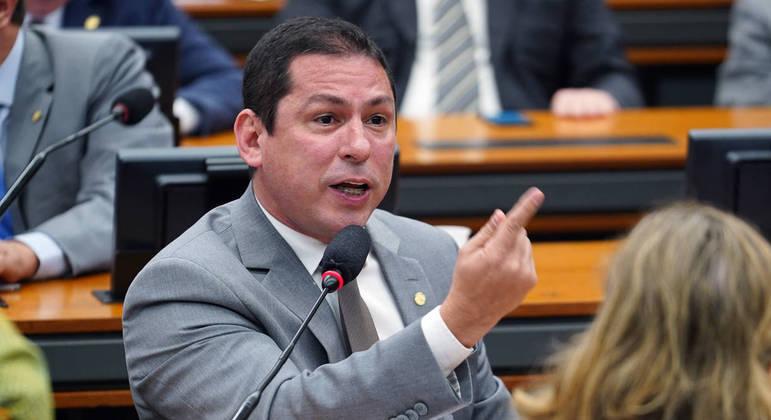 O deputado Marcelo Ramos cobrou um posicionamento dos Poderes Legislativo e Judiciário e das Forças Armadas