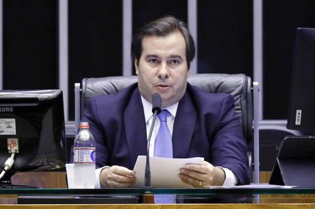 Maia critica presidente do BC por vazar conversa