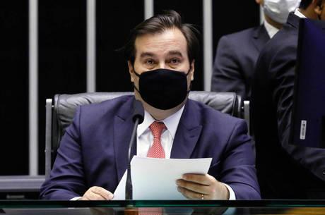 Presidente da Câmara, Rodrigo Maia, está com covid-19