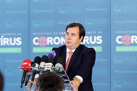 """""""Custo maior é não renovar auxílio emergencial"""", diz Rodrigo Maia"""