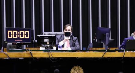 Na imagem, Rodrigo Maia durante sessão