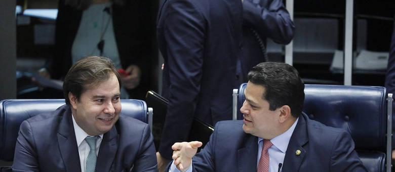 Maia e Alcolumbre, desejo de manutenção do poder ameaça a Constituição