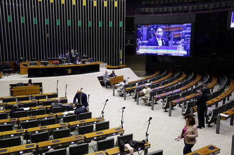 Parlamentares entrarem em obstrução há um mês