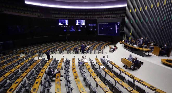 Sessão virtual da Câmara durante a pandemia, com alguns deputados presentes