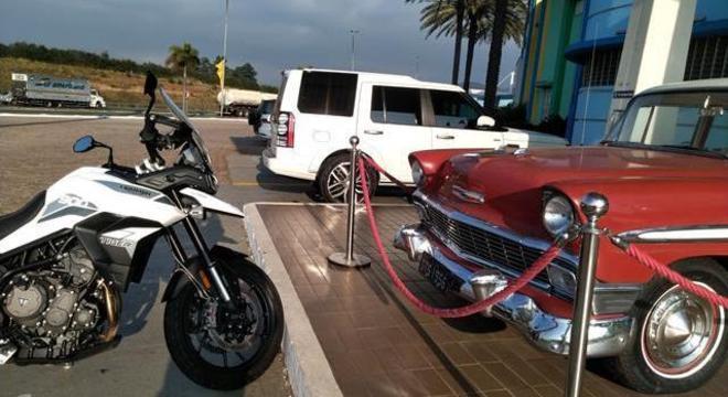 Não tem cabimento motocicleta e automóvel constar no mesmo grupo como VEÍCULO LEVE