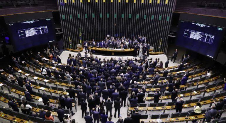 Plenário da Câmara lotado, para eleição do novo presidente da Casa, no início de fevereiro. Atividades presenciais estariam por trás do aumento de casos de Covid-19.
