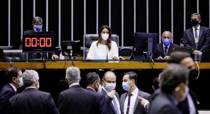 Deputada Flávia Arruda (PL - DF) comanda votação no Dia das Mulheres