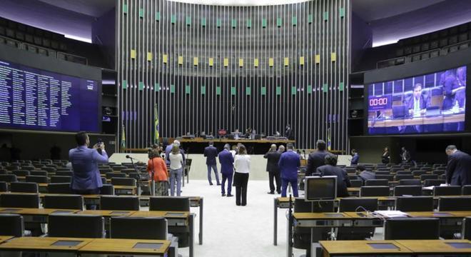 Câmara faz primeira votação virtual por causa das medidas contra o coronavírus