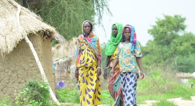 Deslocados por conflitos vivem em campos no norte de Camarões
