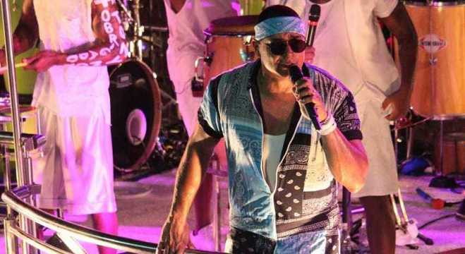 Grupo Harmonia do Samba fez show no Camarote Skol Puro Malte na segunda (24)