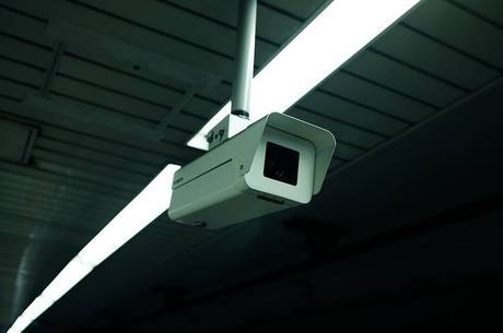 Funcionária achou três câmeras no banheiro feminino