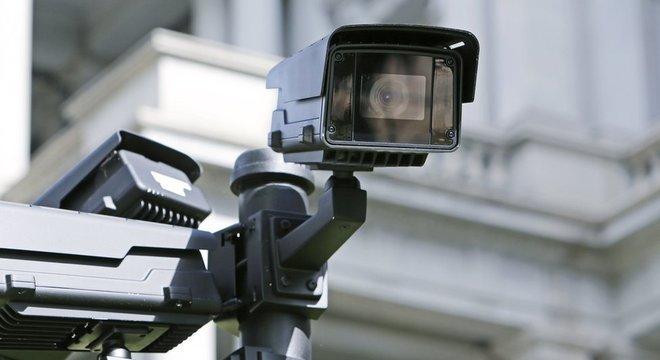 Tecnologias de reconhecimento facial são usadas por forças policiais em vários países Reforço de preconceito racial