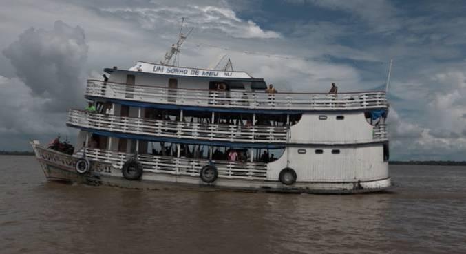 Reportagem exclusiva mostra como o transporte ilegal coloca em risco a vida de milhões de pessoas