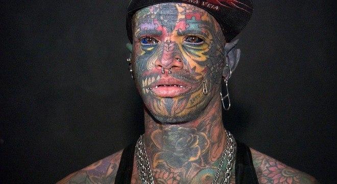 Conhecido como Bboy, Marcelo tem 98% do corpo tatuado