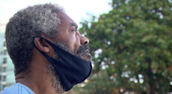 Câmera Record mostra a luta de ex-integrante do Raça Negra contra dependência química