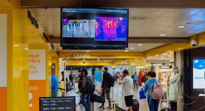 Câmeras térmicas são utilizadas em aeroportos e estações de trem