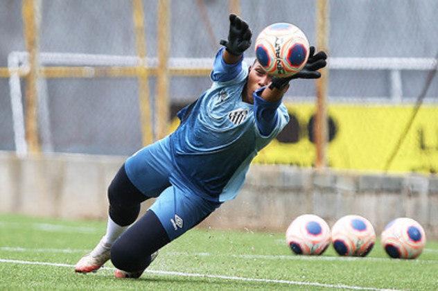 Camila Gomes vai brigar por espaço no gol em 2021