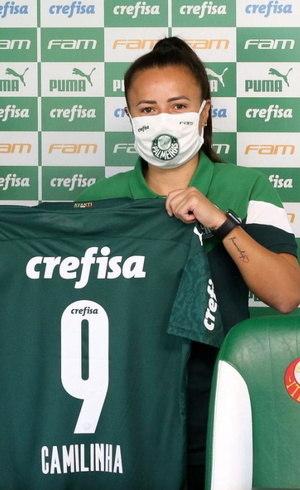 A meia Camilinha, ex-Orlando Pride (EUA), é o novo reforço do Palmeiras