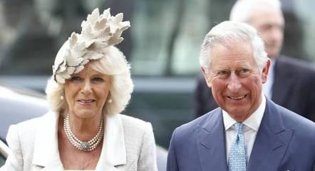 Camilla e príncipe Charles foram vacinados nesta quarta