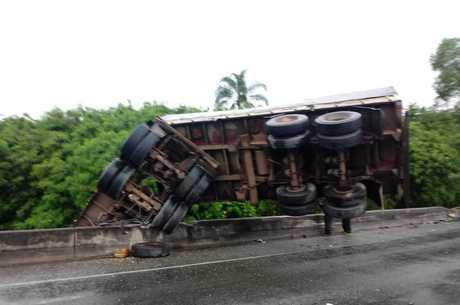 Motorista do caminhão não se feriu