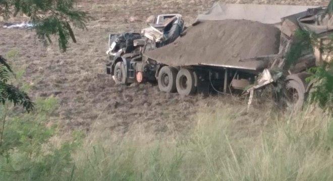 Caminhão envolvido no acidente que provocou 41 mortes em Taguaí (SP)