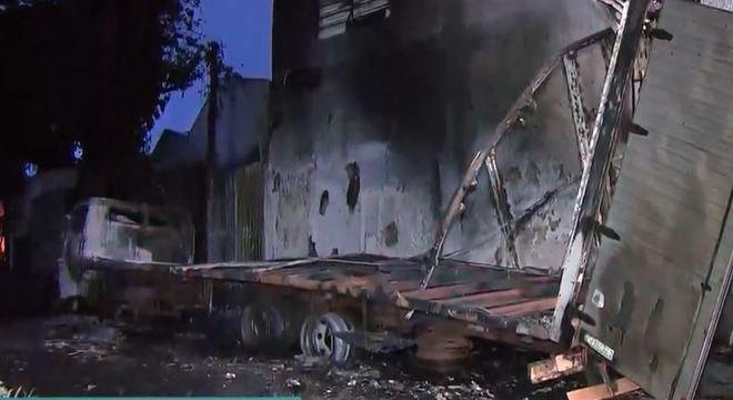 Caminhão transportava produto inflamável quando foi atingido pelas chamas