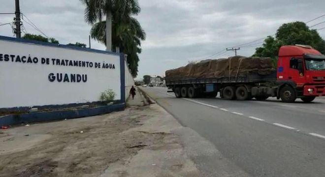 Caminhão leva equipamentos para combater crise da água no Rio