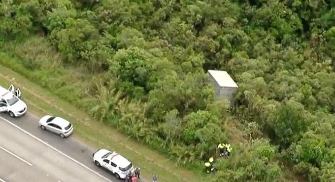 Suspeitos abandonam veículo em região de mata de São Bernardo do Campo