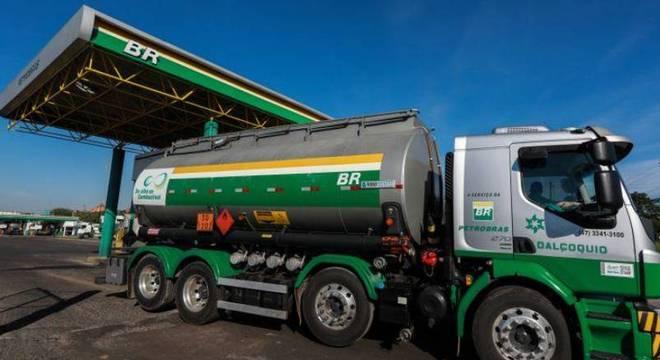 Petrobras reduzirá preço do diesel em 10% a partir de segunda, diz Abicom