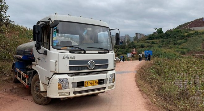 """BBC encontrou estradas """"bloqueadas"""" na China."""