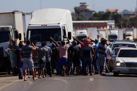 Caminhoneiros aguardam retorno do ministério