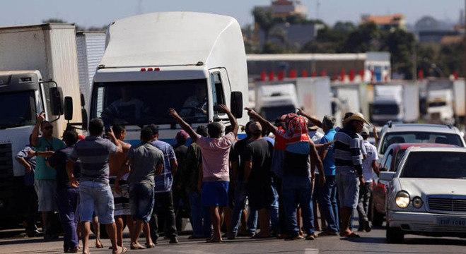 Caminhoneiros durante a greve de maio