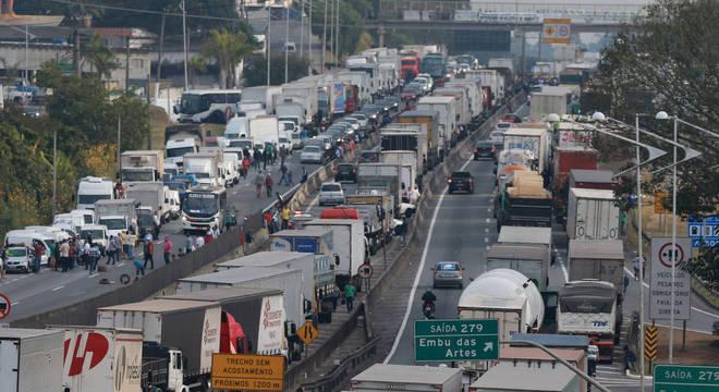 Bloqueios em estradas de todo o país já duram cinco dias