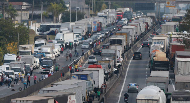Paralisação dos caminhoneiros começou segunda (21)