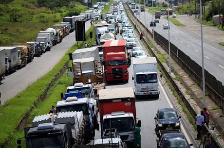 Acordo reduz preço do diesel em 12 estados e no DF