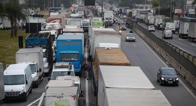 Protestos de caminhoneiros seguem pelo quinto dia consecutivo